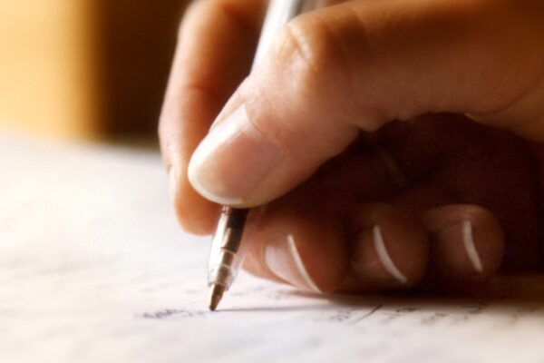 Calla o caya: cómo se escribe